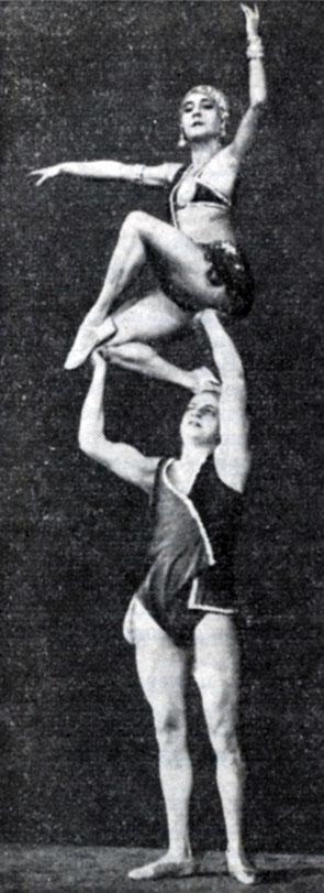 obnazhennie-gimnasti-akrobaticheskiy-etyud-klizma-dlya-traha
